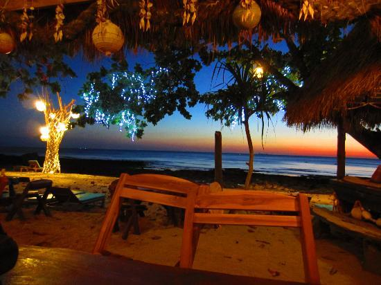 Narima Bungalow Resort: sweet beach bar