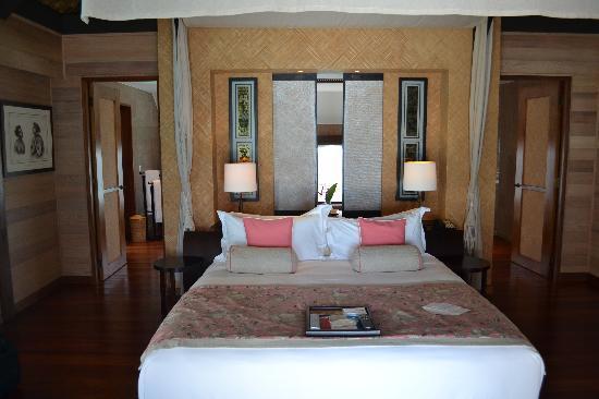 The St. Regis Bora Bora Resort: bedroom