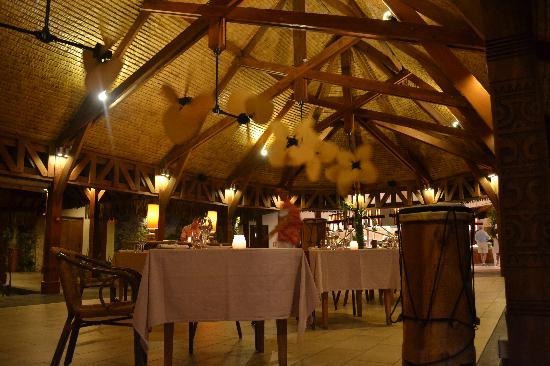 The St. Regis Bora Bora Resort: te pahu