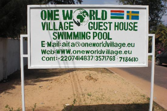One World Village Guesthouse: Entrance