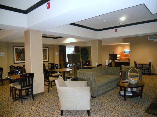 Holiday Inn Express Hotel & Suites Ozona: Breakfast / gathering room