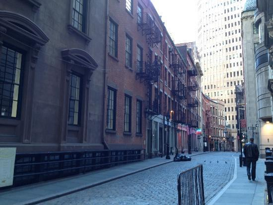 Stone Street Historic District: sunday afternoon