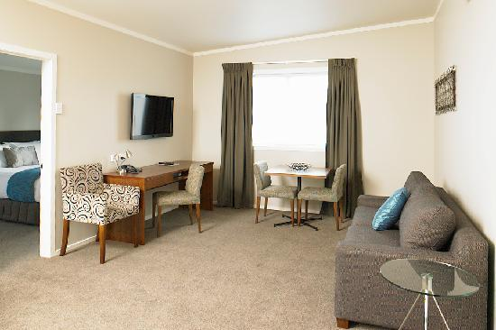Argent Motor Lodge : Two Bedroom Apatment Lounge