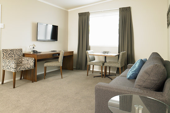 Argent Motor Lodge: Two Bedroom Apartment Lounge