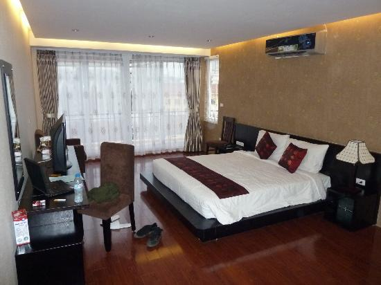 Rising Dragon Cathedral Hotel: honeymoon suite