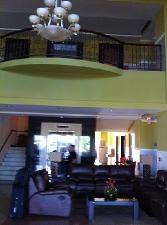 Beverly Hills Hotel & Suites : Lobby
