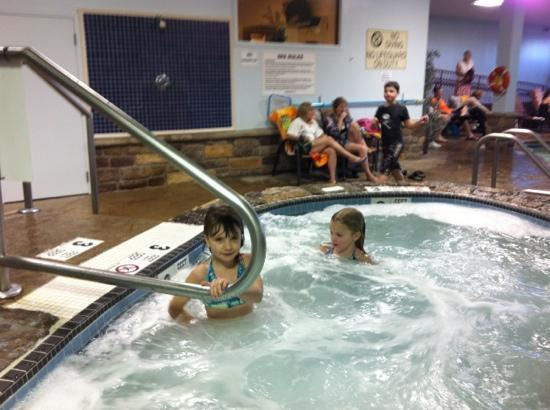 Comfort Suites Lake George: enjoying the hot tub.