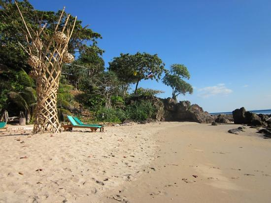 Narima Bungalow Resort: the beach