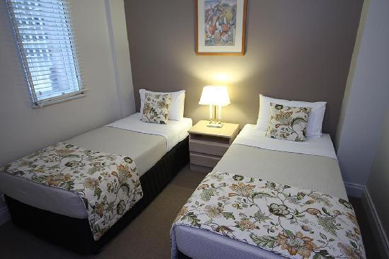 Manor Apartment Hotel: Two Bedroom Second Bedroom