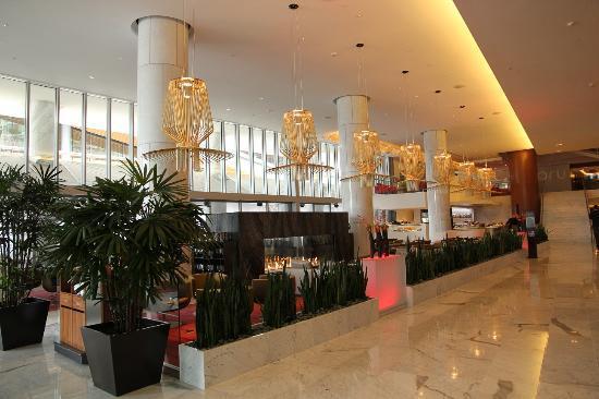 Fairmont Pacific Rim: Lobby