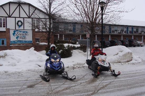 Leisure Inn Hotel: snowmobile enthusiasts stay at the Inn
