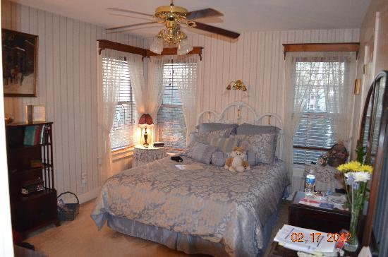 Rosevine Inn Bed & Breakfast and Extended Stay Lodging: Bedroom