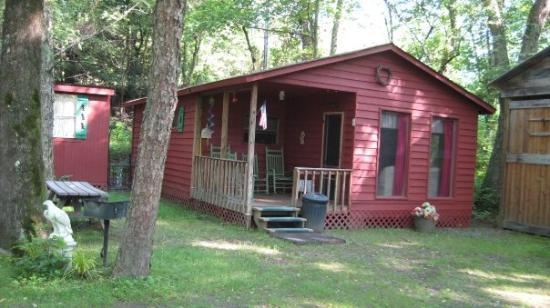 River Cove Cabins: Return trip with my Mom and 2 teenaged girls...plenty of room!