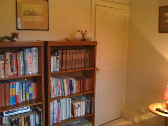 Iolanthe : Bücherregal im Red Room