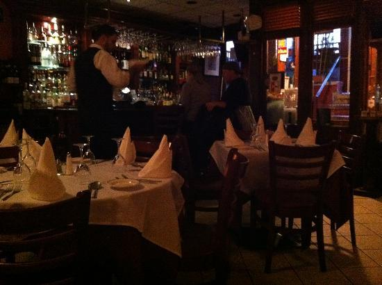 Monte's Trattoria: Monte's dining room