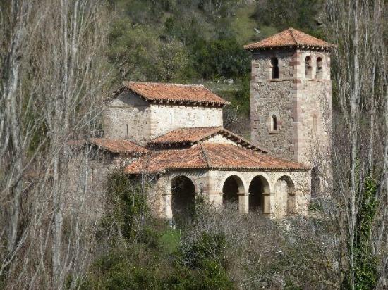Parque Nacional de Picos de Europa: église de santa Maria de Lebiana