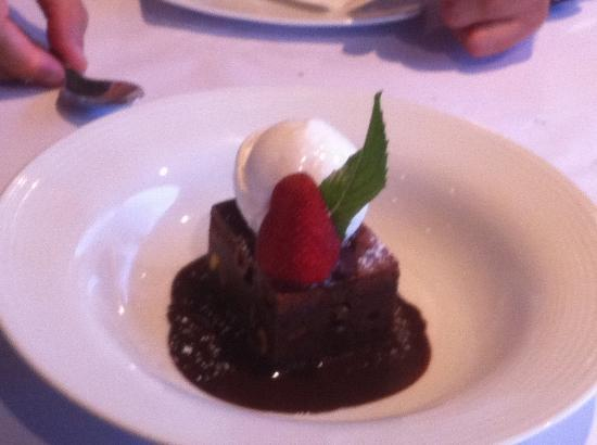 Studio Caf: brownie with cocunut ice cream and chocolate sauce