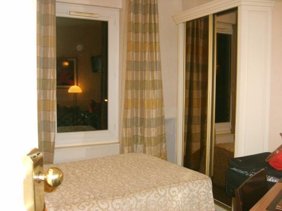 Raspail Montparnasse Hotel: singl room