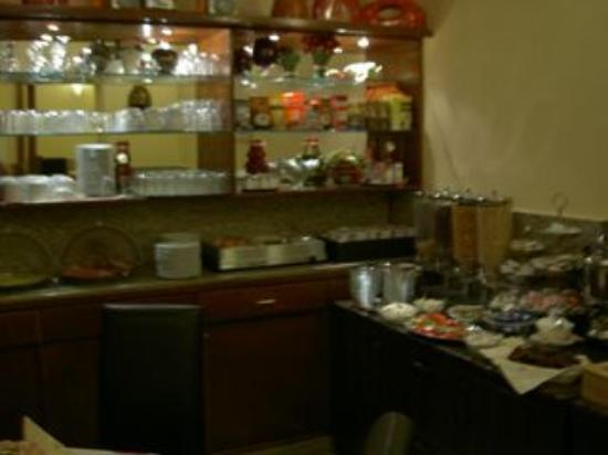 Hotel Elbe: ブレックファーストはバフェィ。しっかり食べられます。