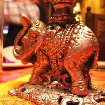 Restaurant Ganesha : Слон - хранитель столика
