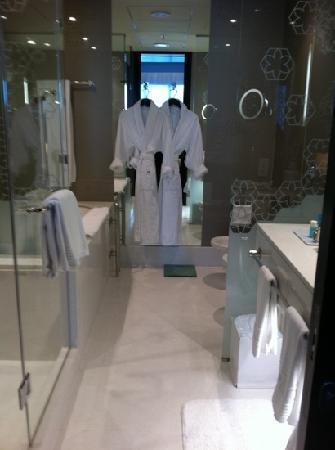 W Doha Hotel & Residences : dathroom 1