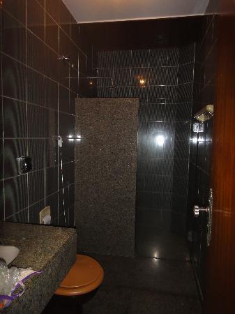 Hotel Americano: душ