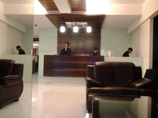 Keys Hotel Nestor : the front desk