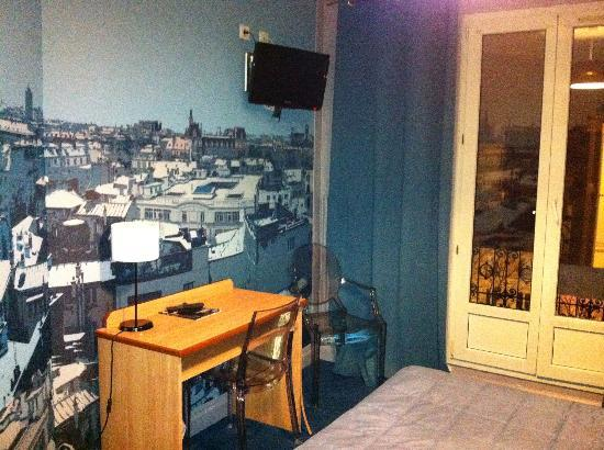 Hotel Odessa Montparnasse: 壁紙には街の模様が!