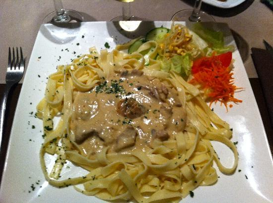Incognito : Tagliatelle and veal