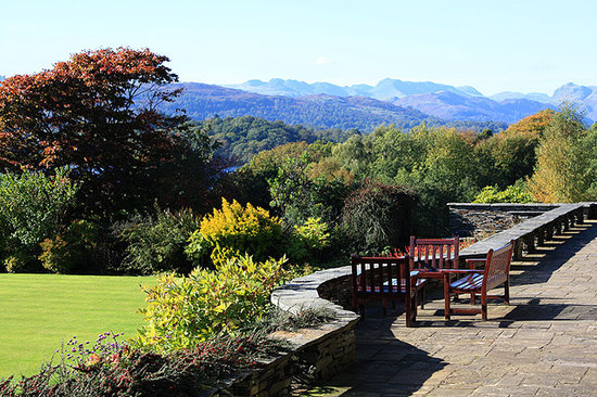 Cragwood Country House Hotel: The Patio & Gardens