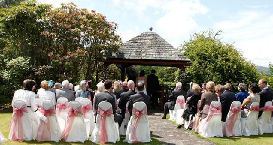 Cragwood Country House Hotel: Garden wedding