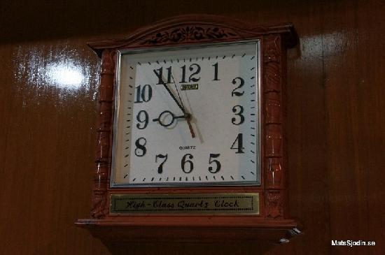 Swagman RPL Hotel Manila: Crappy clock in our room. Doesn't work.