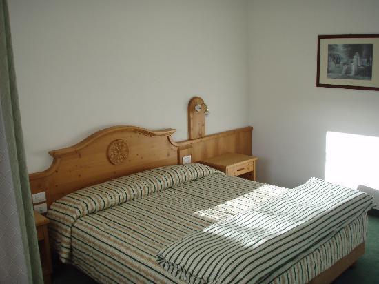 Hotel Mondeval: Schlafzimmer