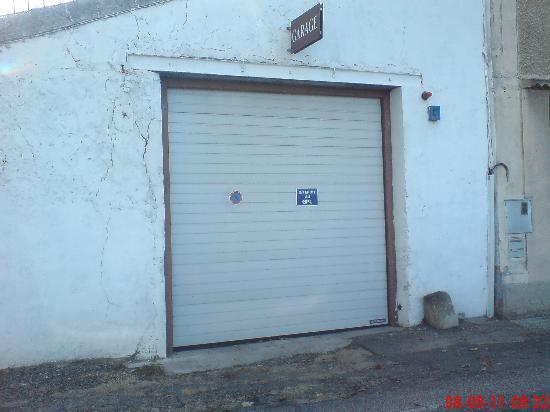 Le Manoir : Secure Garage available