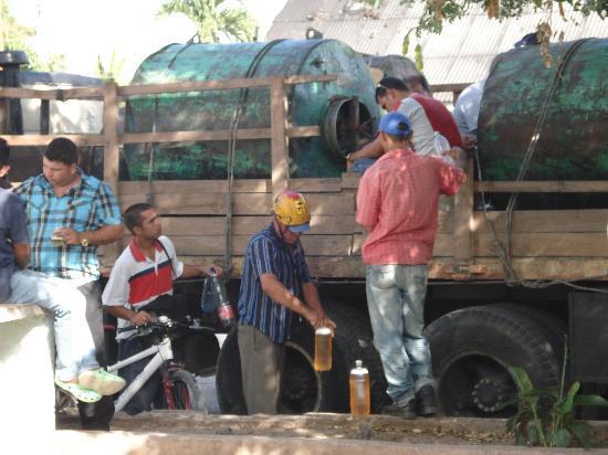 Islazul Villa Don Lino: Celebrating Valentine's day - Beer Truck!
