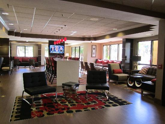 Hampton Inn Ft. Myers - Airport I-75: Our Perfect Mix Lobby for your comfort