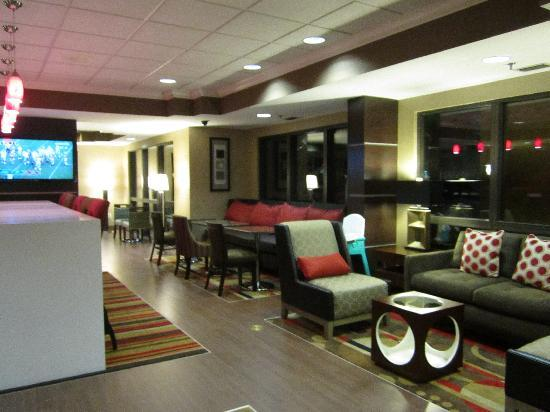 Hampton Inn Ft. Myers - Airport I-75: Perfect Mix Lobby for your comfort