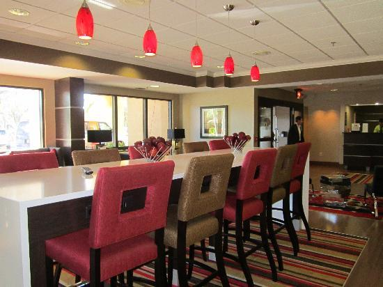 Hampton Inn Ft. Myers - Airport I-75: Our new Breakfast Bar