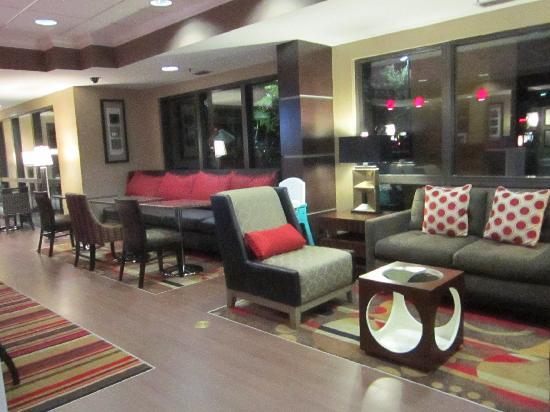 Hampton Inn Ft. Myers - Airport I-75: More seating options from our Perfect Mix Lobby