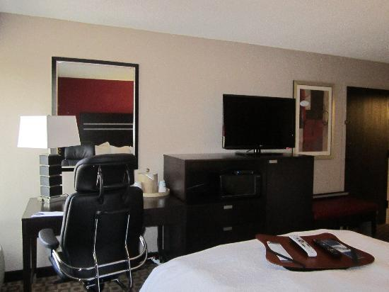 Hampton Inn Ft. Myers - Airport I-75: 37 Flat screen tv's with new ergonomic chairs