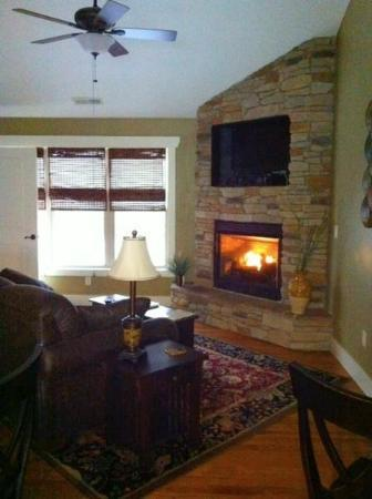 Asheville Cottages: Fireplace!