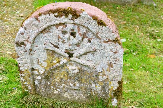 Ross and Cromarty, UK: Interesting head stones in the cemetery next to East Church in Cromarty