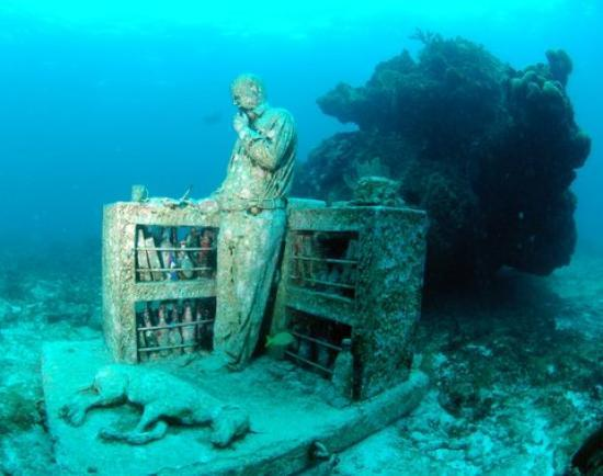 Deep Life Diving & Training: estatua de piedra