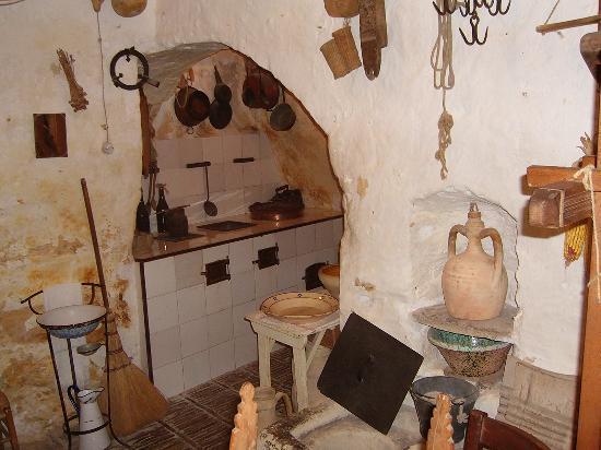 Casa grotta all 39 interno sei sassi picture of sassi di for Foto di case