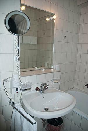 Hotel Bathroom Sink : Hotel Tyrol Alpenhof: Bathroom sink