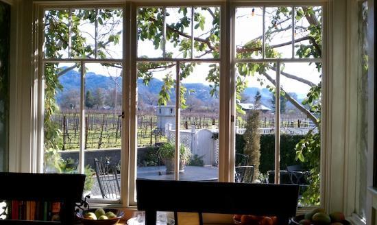Chateau de Vie: dinging room view