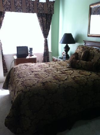 New Perry Hotel: most rooms $59. suites $129