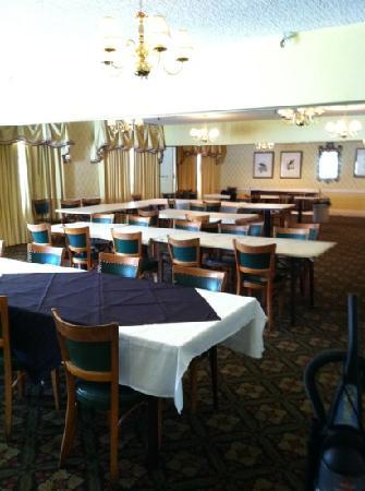 New Perry Hotel: great restaurant with banquet room