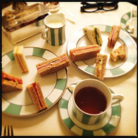 Claridge's: Tea time!