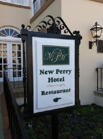 ‪‪New Perry Hotel‬: front‬